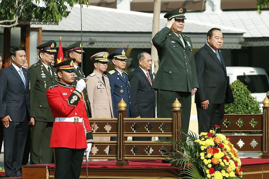 Chinese Defense Minister Chang Wanquan (second from right) and Thai Deputy Prime Minister and Defense Minister Prawit Wongsuwon (right) reviewtheguard of honor during a welcoming ceremony at the Ministry of Defence in Bangkok, Thailand on