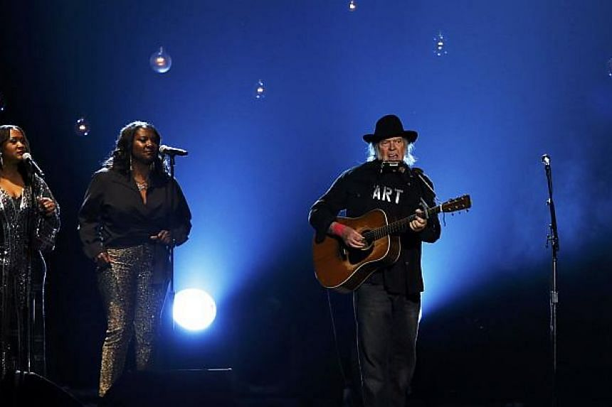 Musician Neil Young performs Blowin' In The Wind during the 2015 MusiCares Person of the Year tribute honoring Bob Dylan in Los Angeles, California Feb 6, 2015. -- PHOTO: REUTERS