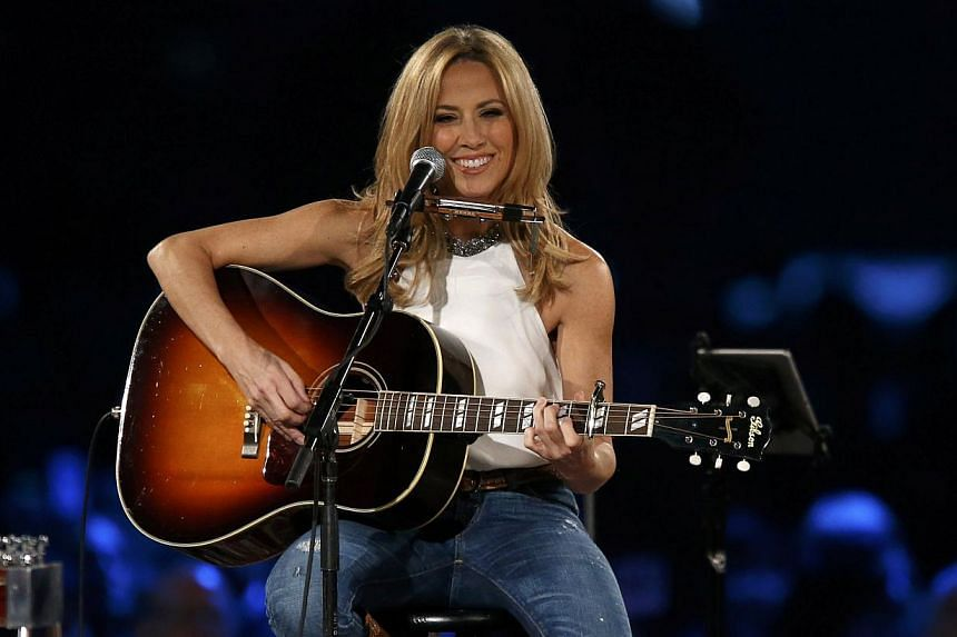 Musician Sheryl Crow performs Boots Of Spanish Leather at the 2015 MusiCares Person of the Year tribute honoring Bob Dylan in Los Angeles, California on Feb 6, 2015. -- PHOTO: REUTERS
