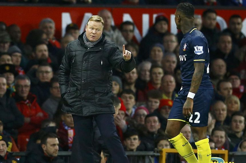 Southampton manager Ronald Koeman (left) gestures to player Eljero Elia during their English Premier League soccer match against Manchester United at Old Trafford in Manchester, northern England on Jan 11, 2015.-- PHOTO: REUTERS