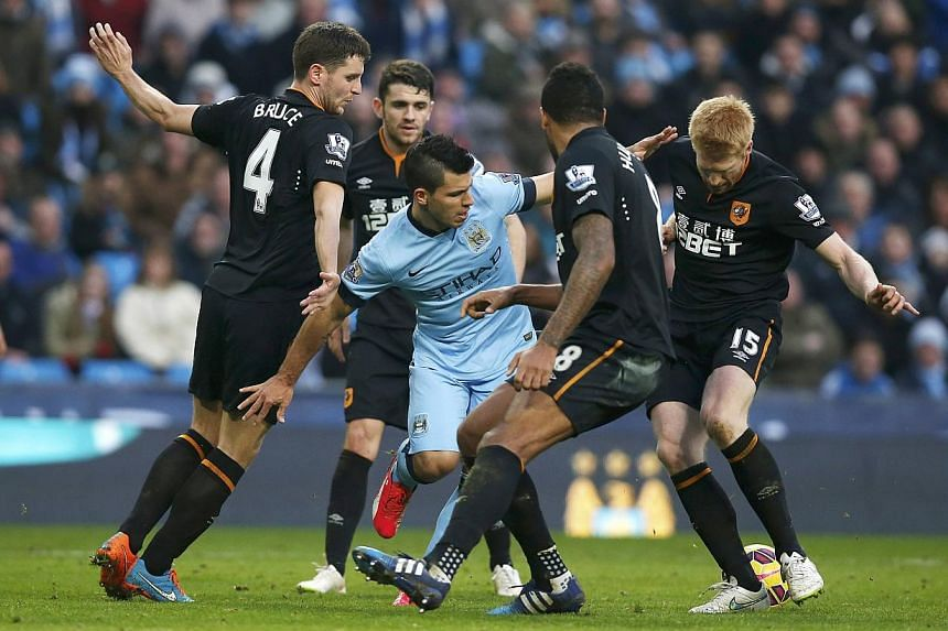 Sergio Aguero of Manchester City is surrounded by Hull City defenders during their English Premier League soccer match at the Etihad Stadium, Manchester on Feb 7, 2015.-- PHOTO: REUTERS