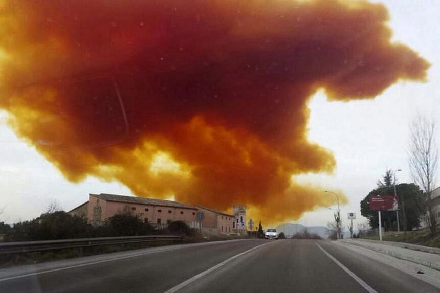 A toxic cloud over the industrial estate of Les Comes de Igualada in Barcelona, Spain, on Feb 12, 2015. -- PHOTO: EPA