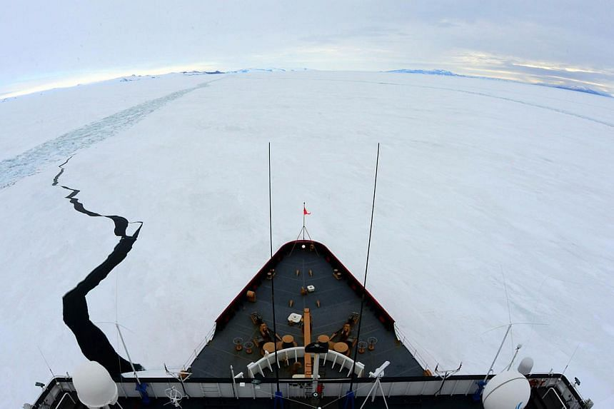 US Coast Guard cutter Polar Star. The ship reached an Australian fishing trawler stuck in Antarctic pack ice on Saturday and was working to free the stricken vessel, rescue authorities said. -- PHOTO: AFP/US COAST GUARD/PETTY OFFICER 1ST CLASS GEORGE