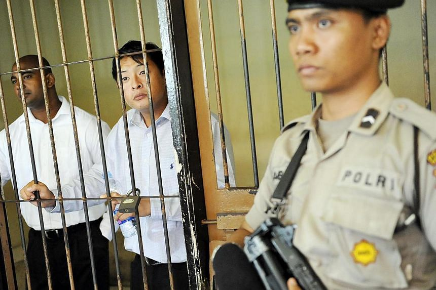 Australian death row prisoners Andrew Chan (centre) and Myuran Sukumaran (left) waiting to attend a review hearing in the District Court of Denpasar on the Indonesian island of Bali in October 2010. -- PHOTO: REUTERS