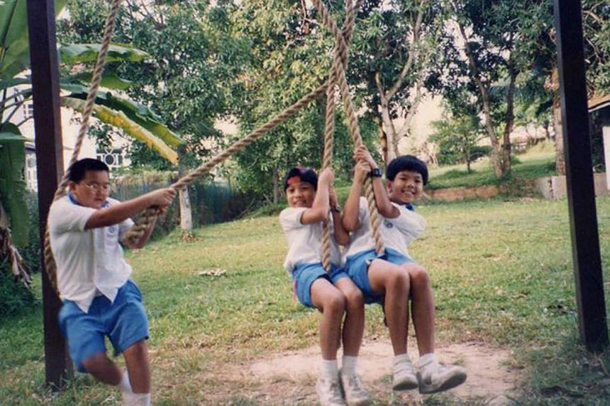 Chung (right) playing with primary school friends in 1995. -- PHOTO: COURTESY OF CHUNG TZE KHIT