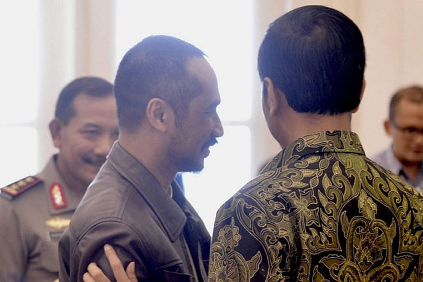 Indonesian President Joko Widodo (right) listening to Corruption Eradication Commission (KPK) chariman Abraham Samad (second from left) following a meeting at the presidential palace in Bogor on Jan 23, 2015. -- PHOTO: AFP/CAHYO SASMITO/PRESIDENTIAL