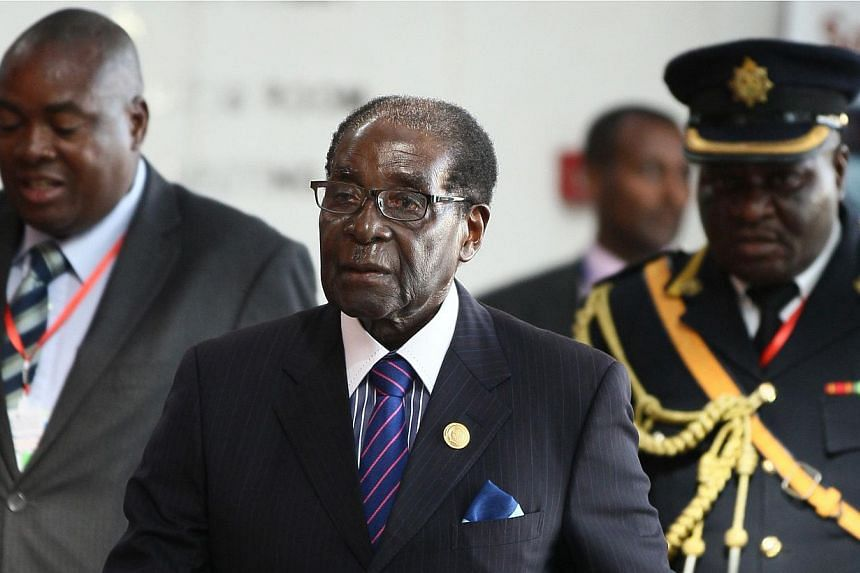 Zimbabwe's President Robert Mugabe (centre) arrives for the 24th Ordinary session of the Assembly of Heads of State and Government of the African Union (AU) at the African Union headquarters in Ethiopia's capital Addis Ababa, on Jan 31, 2015. -- PHOT