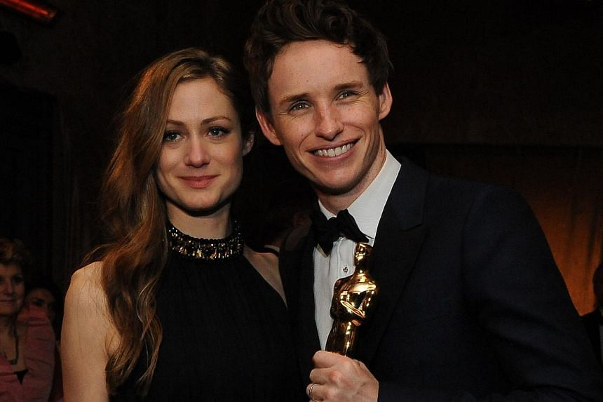 Best Actor winner Eddie Redmayne (far left, with his wife Hannah Bagshawe) and Best Supporting Actress winner Patricia Arquette (left).