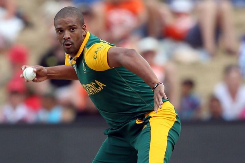 South Africa's Vernon Philander looks to throw the ball during the Pool B 2015 Cricket World Cup match between South Africa and Zimbabwe at Seddon Park in Hamilton on Feb 15, 2015. -- PHOTO: AFP