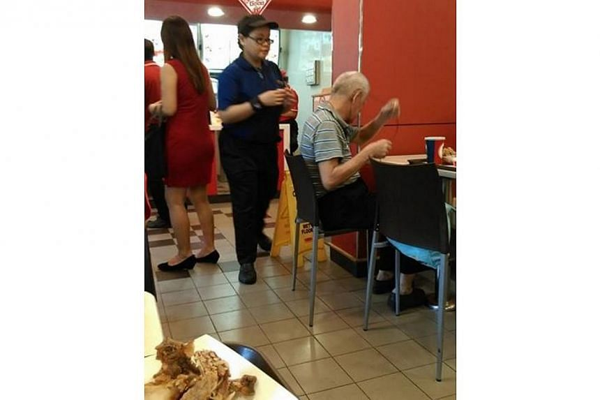 An employee of fast-food joint Kentucky Fried Chicken has been lauded for taking extra effort to serve one of her customers. -- PHOTO: FACEBOOK / DORA ONG