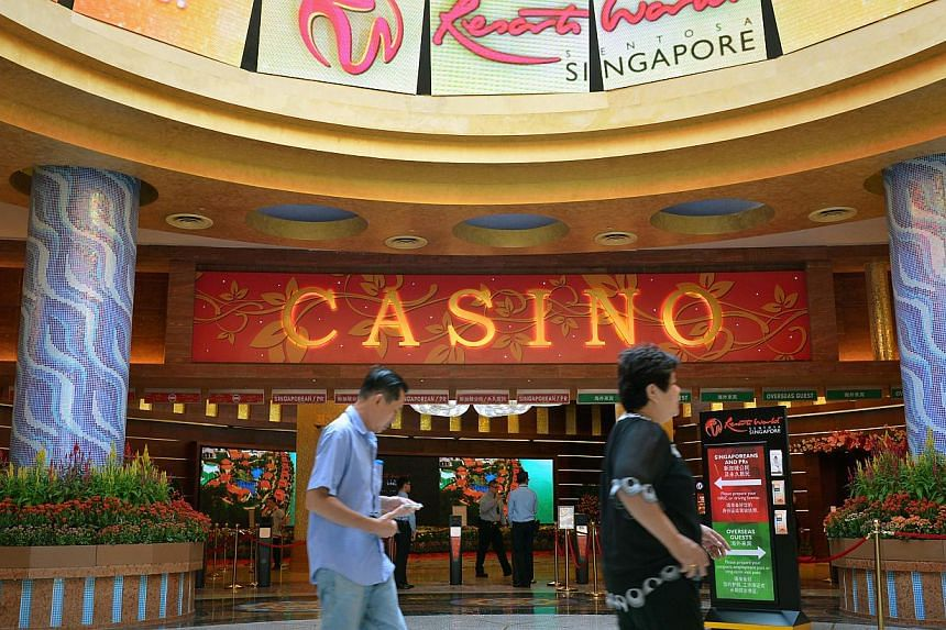 Casino operator Genting Singapore's net profit fell 30 per cent in the fourth quarter as gaming revenue declined, hurt by poor performance in its premium segment. -- ST PHOTO: KUA CHEE SIONG