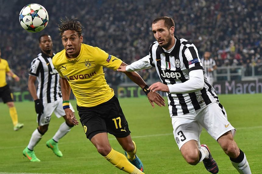 Dortmund's Gabonese striker Pierre-Emerick Aubameyang (left) vies with Juventus' defender Giorgio Chiellini during the Uefa Champions League round of 16 first leg football match Juventus vs Borussia Dortmund at the Juventus stadium in Turin on Feb 24
