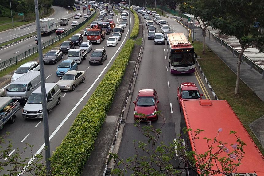 Congestion seen on Braddell Road after an accident on Lornie Road on Thursday morning resulted in a major traffic jam in the direction towards Queensway. -- ST PHOTO: ALPHONSUS CHERN