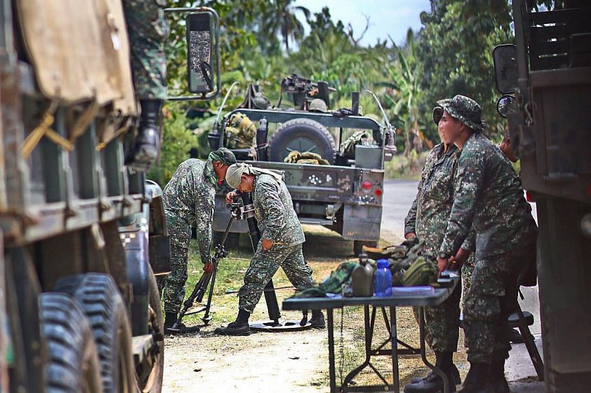Filipino Marines position mortar coordinates against muslim rebels in Bangsamoro Islamic Freedom Fighters in Datu Unsay town, Maguindanao province, southern Philippines on Feb 27, 2015. A military assault on Islamic militants in the souther