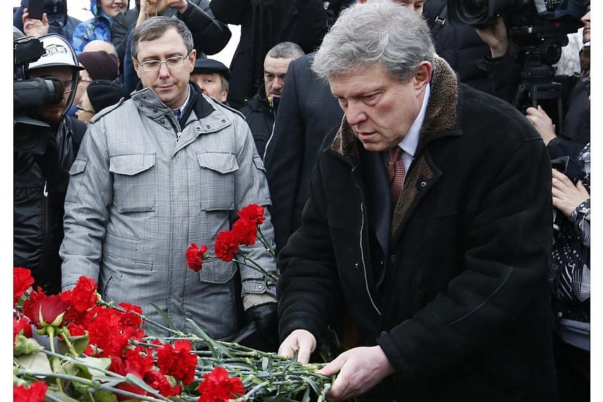 Grigory Yavlinsky, politician and acquaintance of Boris Nemtsov, lays flowers as he visits the site of the murder in central Moscow, on Feb 28, 2015. -- PHOTO: REUTERS
