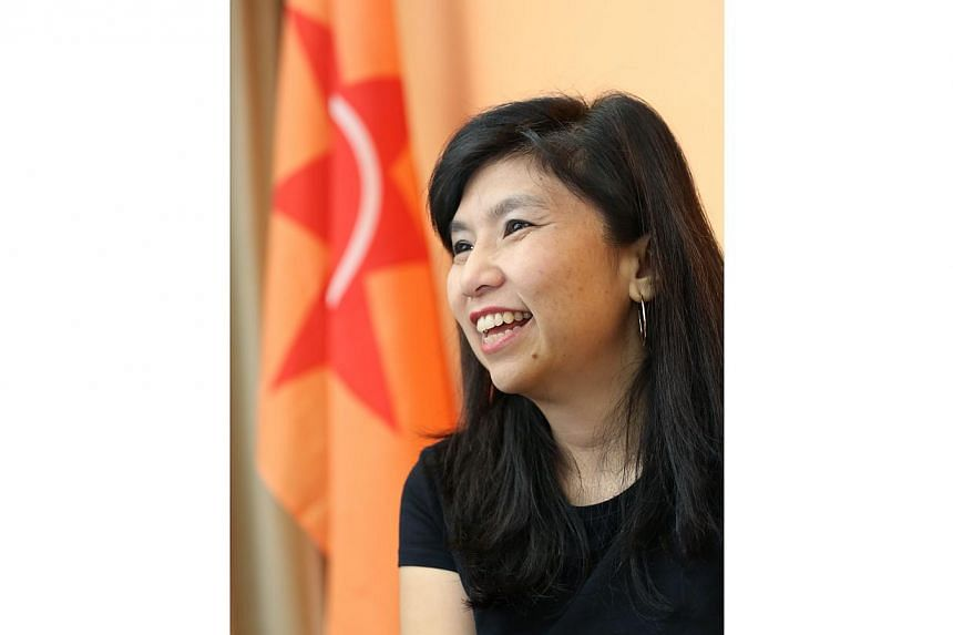 Former National Solidarity Party (NSP) secretary general Jeannette Chong-Aruldoss has quit the party and applied to join the Singapore People's Party (SPP), helmed by veteran politician Chiam See Tong.-- ST PHOTO:LIANHAE ZAOBAO