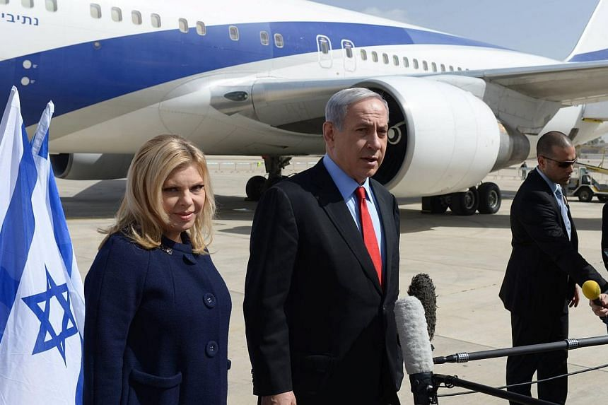 An Israeli government press office handout of Israeli Prime Minister Benjamin Netanyahu with his wife Sarah leaving Tel Aviv, Israel on March 1, 2015, on their way to Washington.-- PHOTO: EPA