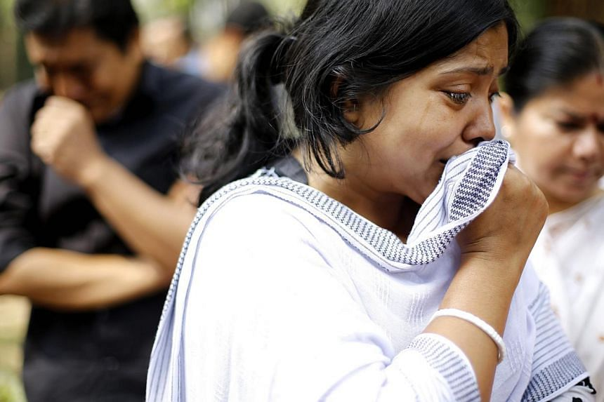 4 Relatives mourn as they pay tribute to Bangladeshi blogger Avijit Roy who was killed on Feb 26, 2015, in a street in Dhaka, Bangladesh, March 1, 2015. -- PHOTO: EPA