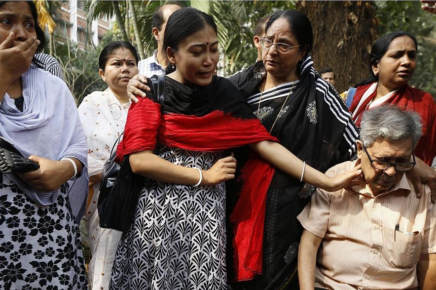 Relatives along with Ajoy Roy (right), father of Avijit Roy mourn as they pay tribute to the Bangladeshi blogger who was killed on Feb 26, 2015, in a street in Dhaka, Bangladesh, on March 1, 2015. -- PHOTO: EPA