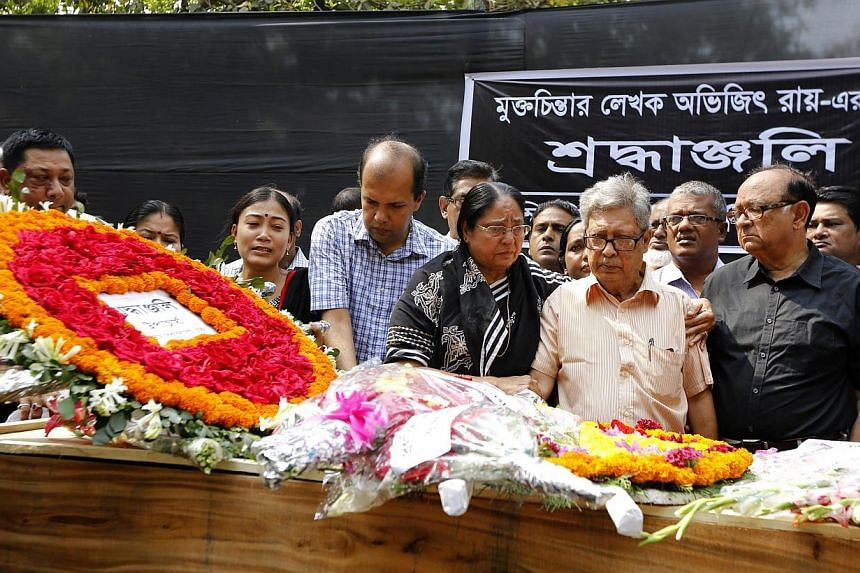 Teachers, students and people from all walks of life paying tribute with flowers to Bangladeshi blogger Avijit Roy, who was killed last Thursday in a street in Dhaka, Bangladesh, on March 1, 2015. -- PHOTO: EPA
