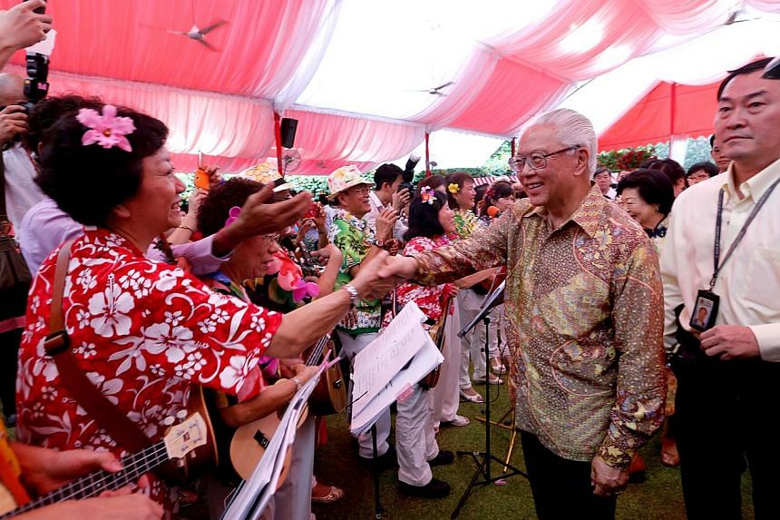 President Tony Tan Keng Yam (right) greeting grassroots leaders at the annual Chinese New Year Garden Party held on the Istana Lawn on March 1, 2015. -- ST PHOTO: CHEW SENG KIM