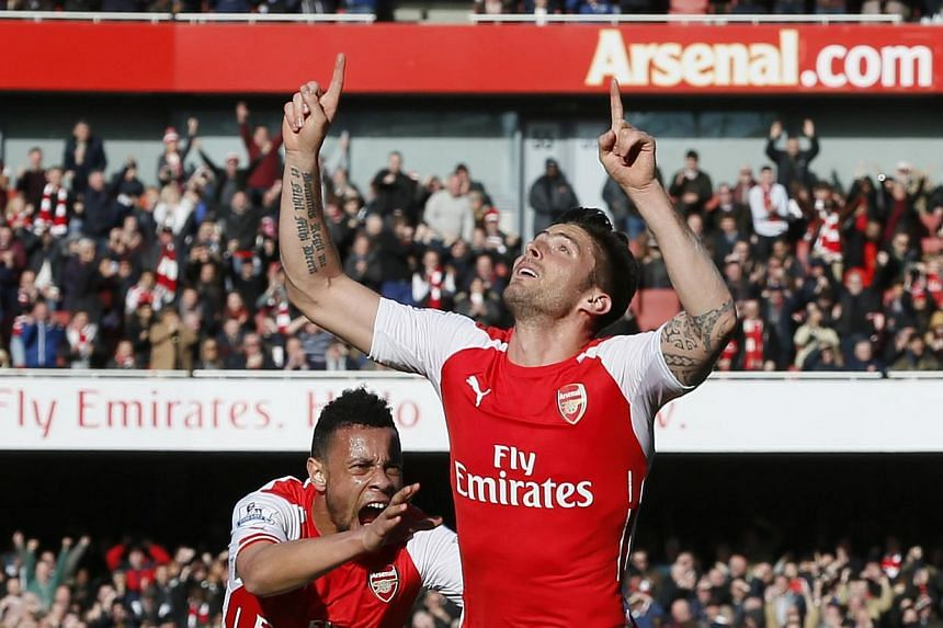 Arsenal's Olivier Giroud celebrating with Francis Coquelin after scoring the first goal for his side in their English Premier League football match against Everton at the Emirates Stadium on March 1, 2015. -- PHOTO: REUTERS