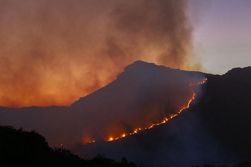 A general view of a fire raging in the mountains above Muizenberg, Cape Town, South Africa, on March 2, 2015. -- PHOTO: EPA