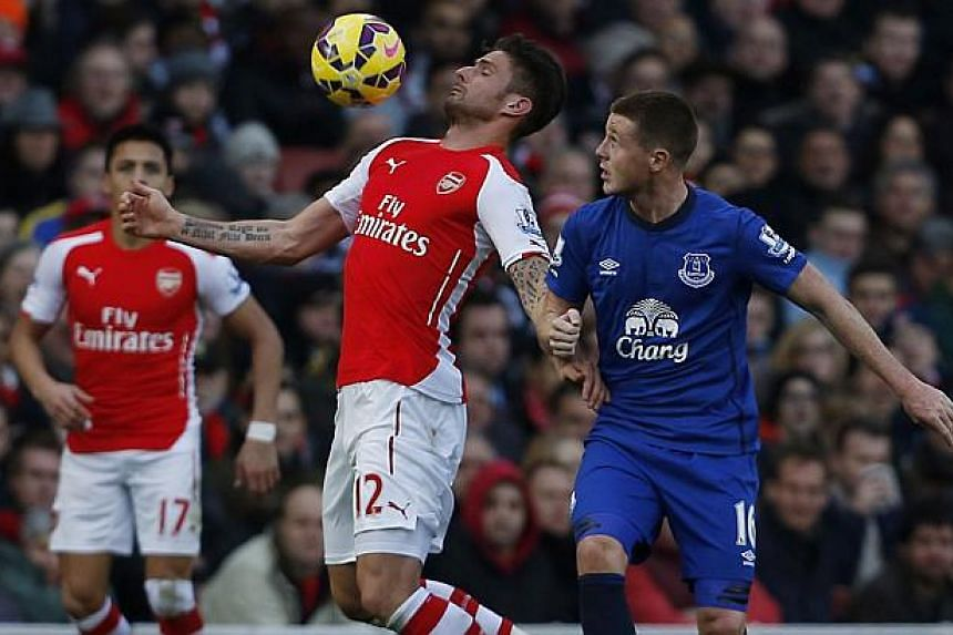 Arsenal's French striker Olivier Giroud (2nd L) controls the ball during the English Premier League football match between Arsenal and Everton at the Emirates stadium in London Sunday. Arsenal won the game 2-0. -- PHOTO: AFP