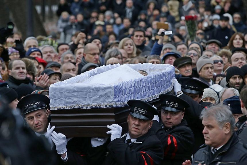 Servicemen carry a coffin containing the body of murdered Russian opposition leader Boris Nemtsov after a mourming ceremony in Moscow, Russia on March 3, 2015.Thousands of mourners bade farewell to the charismatic activist, whose brazen assassi