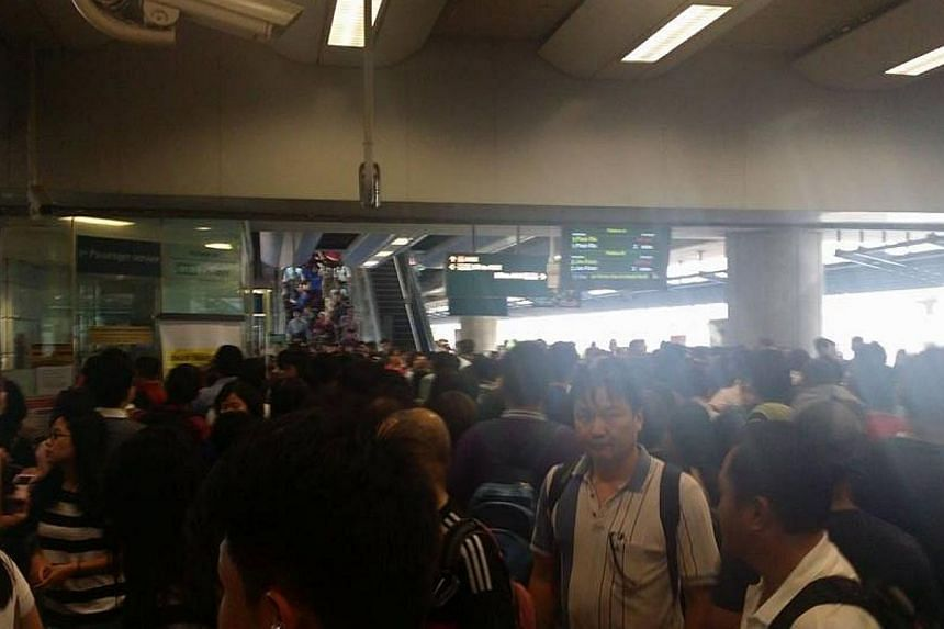 The crowd at Pioneer MRT Station at around 6pm on Tuesday, March 3, 2015. -- PHOTO: ST READER