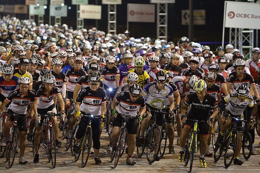 """Participants at the starting line of the OCBC Cycle Singapore's 42km Challenge on April 28, 2013. Subscribers of The Straits Times' """"All-In-One Package"""" can sign up for The Straits Times Ride, a 23-km event at the Aug 29-30 OCBC Cycle this year, fr"""
