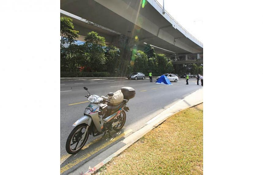 The scene at Telok Blangah Roadwhere a Vietnamese woman fell from the West Coast Highway on Tuesday afternoon.-- PHOTO:LIANHE WANBAO