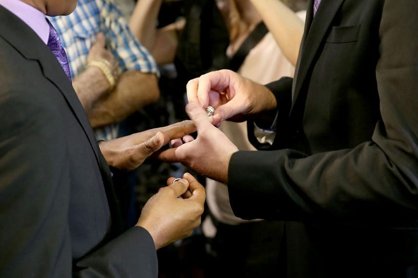 Newlyweds exchange rings during a gay marriage ceremony in the US state of Miami on Jan 5, 2015.A California lawyer has submitted a referendum proposal to outlaw homosexuality in the famously liberal western US state, on pain of execution. -- P