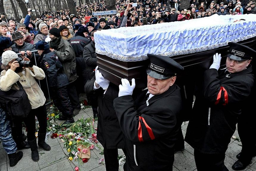 Funeral assistants carry the coffin of Russian opposition leader Boris Nemtsov after a memorial service at the Andrei Sakharov rights centre in Moscow on March 3, 2015. Russian President Vladimir Putin said on Wednesday that the murder of Nemtso