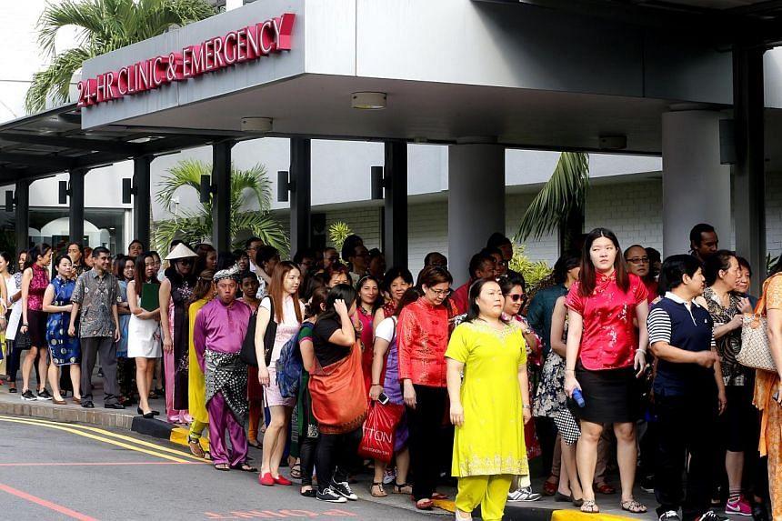Paricipants embarking on the mass walk.-- ST PHOTO:CHEW SENG KIM