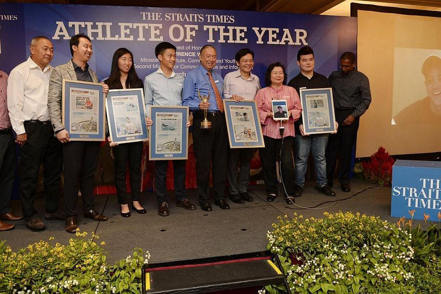 (From left) Straits Times (ST) sports editor Marc Lim, F&N Non-Alcoholic Beverages CEO Ng Jui Sia, Mr Andrew Tan, the brother of nominee Jazreel Tan, nominees Samantha Yom and Bernie Chin, award winner Joseph Schooling's father Colin, Minister fo