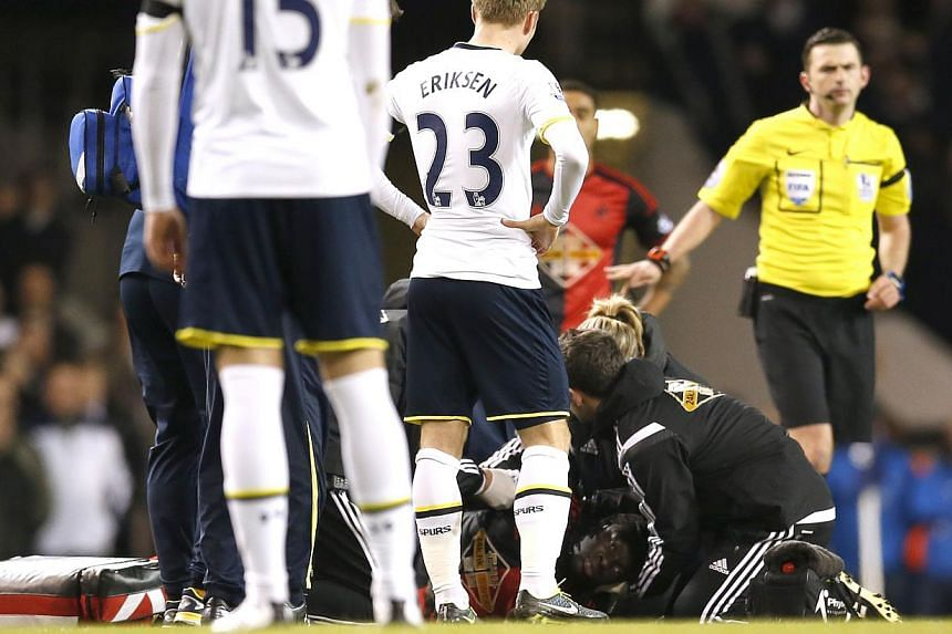 Swansea's Bafetimbi Gomis receives medical attention after sustaining an injury during his match against Tottenham Hotspur at the Barclays Premier League in White Hart Lane on March 4, 2015. -- PHOTO: REUTERS