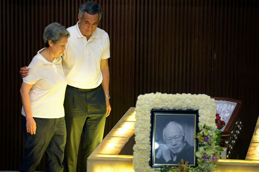 Prime Minister Lee Hsien Loong and his wife Ho Ching paying their final respects to Mr Lee Kuan Yew at the Mandai Crematorium on March 29, 2015.