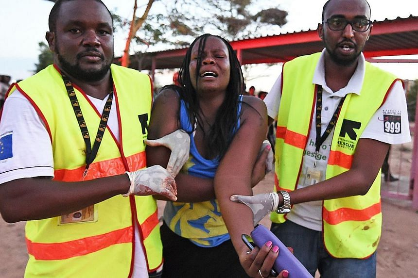 Paramedics help a student who was injured during an attack by Somalia's Al-Qaeda-linked Shebab gunmen on the Moi University campus in Garissa on April 2, 2015.Somali Al-Shabaab militants said they were still holding many hostages inside a Kenya