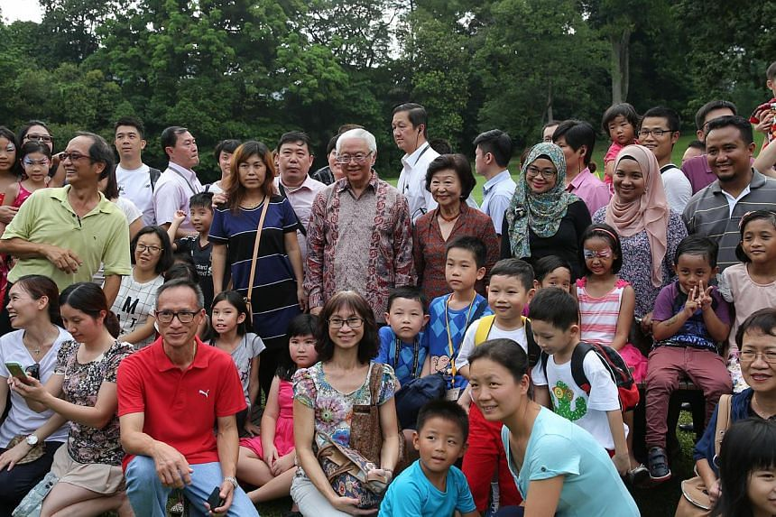 President Tony Tan and his wife, Mrs Mary Tan, taking a group photo with members of the public at the open house on May 1, 2015. -- ST PHOTO: ONG WEE JIN