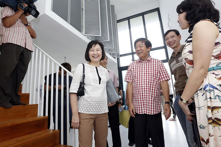 Minister for National Development, Mr Khaw Boon Wan meets new owners of a SkyTerrace@Dawson multi-generational loft unit, Mr Calvin Tang (second from right), a 48-year-old social worker, and wife Amy (right), a 45-year-old key account executive, duri