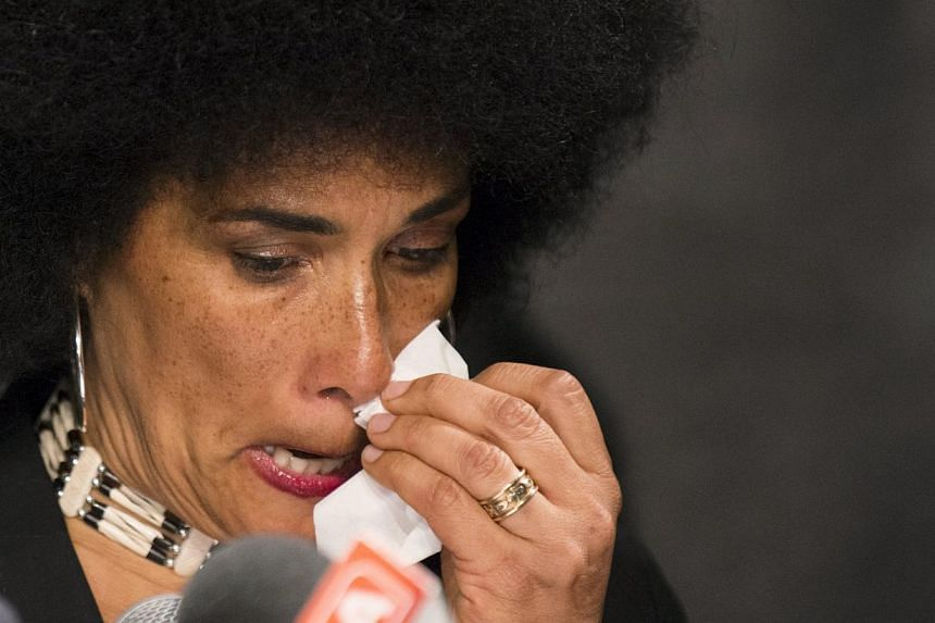 Actress Lili Bernard speaks at a news conference announcing allegations against comedian Bill Cosby in New York, May 1, 2015. -- PHOTO: REUTERS