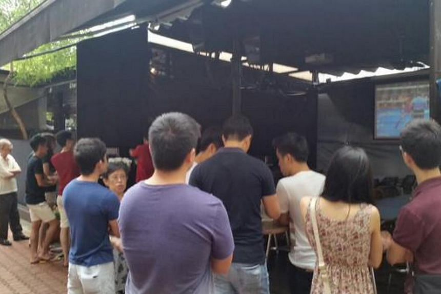 The crowd at the Dallas Restaurant and Bar in Boat Quay. -- PHOTO: TWITTER
