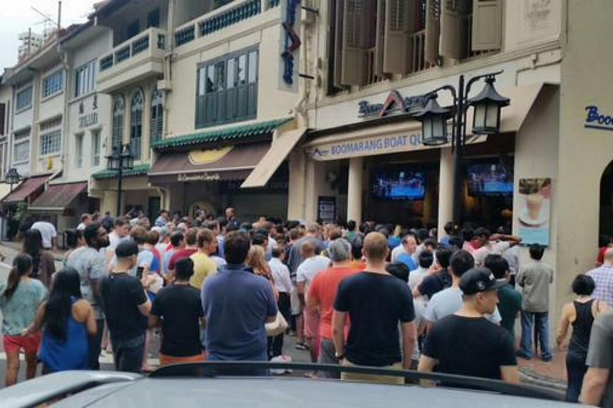 Steady drizzle at Boat Quay fails to put off the crowd outside Boomarang Bistro and Bar. -- PHOTO: TWITTER