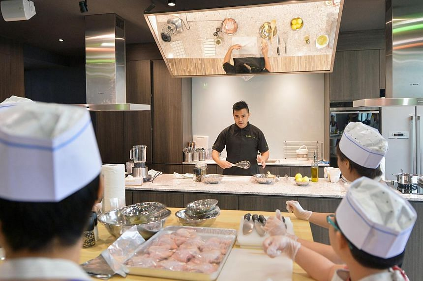 A cooking class held in the Masterchef-inspired kitchen at the new Tampines West CC. -- ST PHOTO: ALPHONSUS CHERN