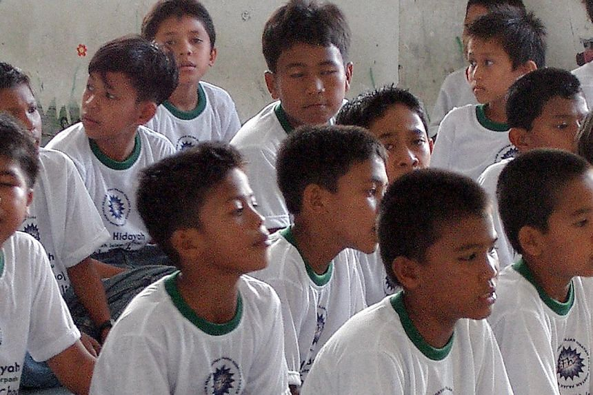 Indonesias North Aceh Separates Sexes In Schools Similar Ban For
