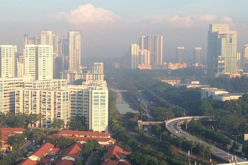 The slight haze as seen from Jalan Toa Payoh at 7.30am on Tuesday, May 5, 2015. -- ST PHOTO: ALPHONSUS CHERN