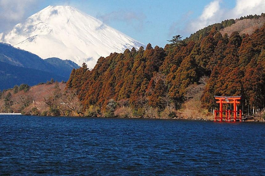 Lake Ashi in Hakone, with Mount Fuji visible in the background. Japan's meteorological agency on Tuesday issued a warning to limit access to the popular hot spring resort after a nearby volcano became active and began belching steaming gas. -- PHOTO: