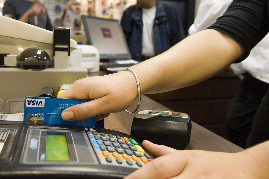 Singapore retailers lag behind most countries when it comes to contactless payment, said financial sector analyst RFi Group on Tuesday. -- PHOTO: BLOOMBERG
