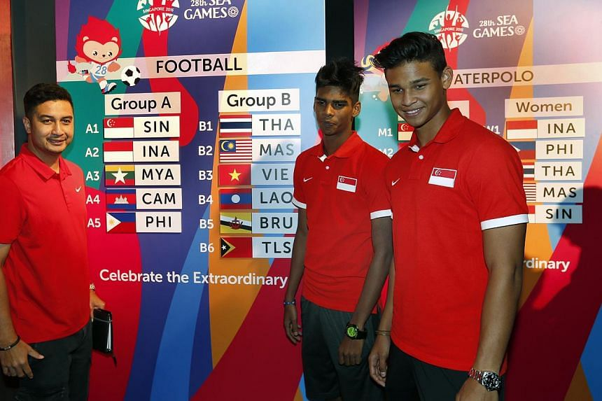 (From left) National Under-23 coach Aide Iskandar with players Iqbal Hussain and Irfan Fandi at the draw conducted on 15 April 2015 for the June SEA Games. The Lions will begin their SEA Games football campaign on June 1 against the Philippines. -- S